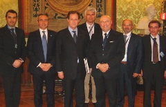 Il Sen. Mario Mantovani con il presidente Paolo Bellini e la delegazione Anama